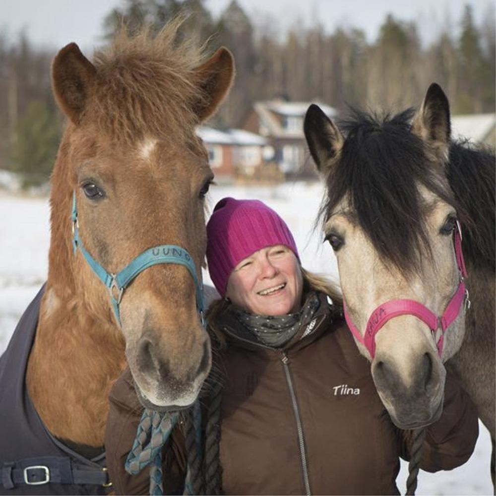 Lääkintävoimistelija Tiina Nurmi. Erikoistunut neurologiseen fysioterapiaan sekä ratsastusterapiaan.