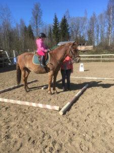 Ratsastusterapiaa Terapiakeskus Onnilla
